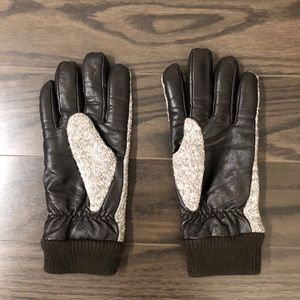UNIQLO Faux Feather Gloves
